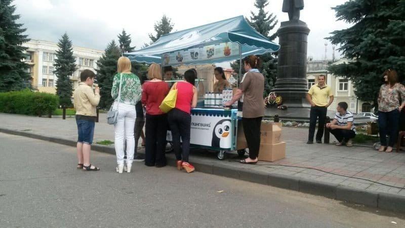 Рисунок 2. Мобильное кафе-мороженое на улице города
