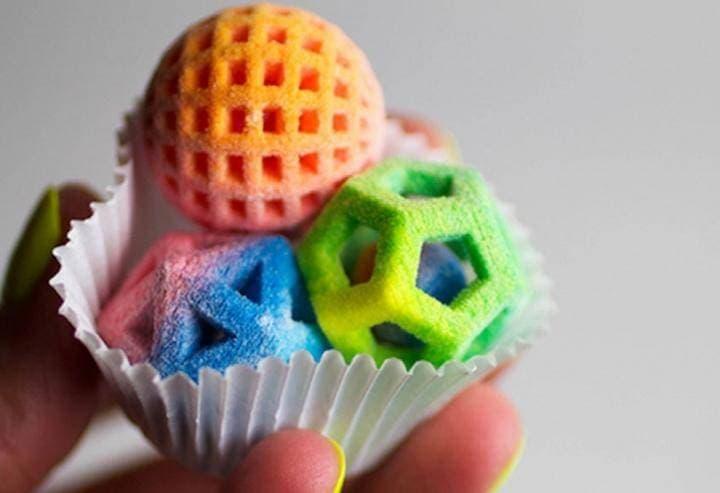 Рис. 1. Печать сладостей на 3D принтере