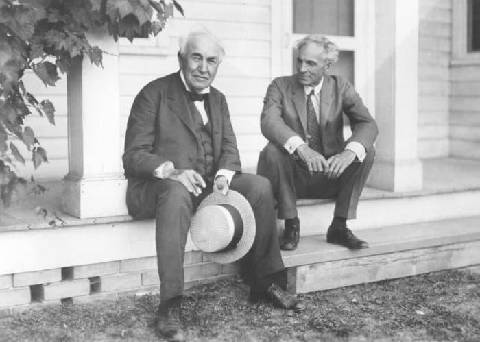 5. Они остались хорошими друзьями, Генри Форд и Томас Эдисон. 1923 год