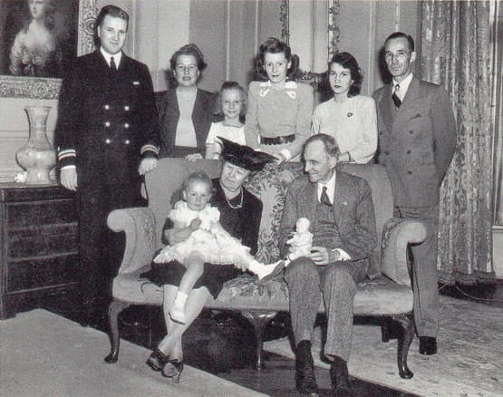 8. Семья Генри Форда, 1943 год