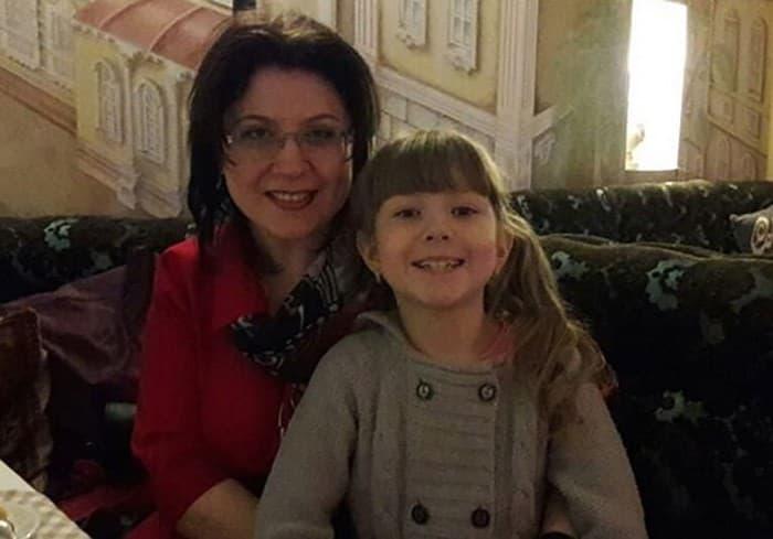 Фото 10. У талантливых родителей – не менее талантливые дети. Старшая дочь Елизавета пишет стихи, как и мама.