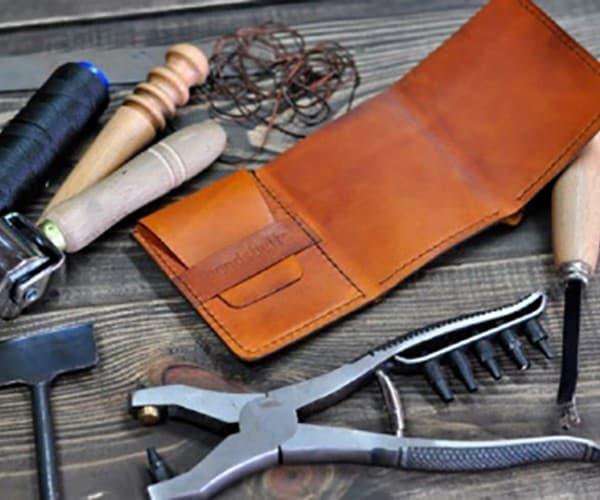 Рис. 3. Набор инструментов для работы с кожей